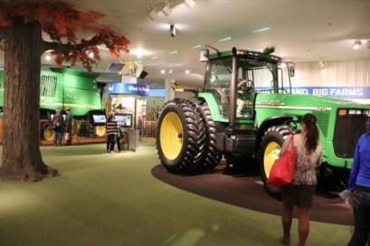 農業に関する展示コーナー。トラクターなどに乗れるので、子どもたちが喜んでいました