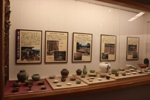 遺構から出土した陶器など