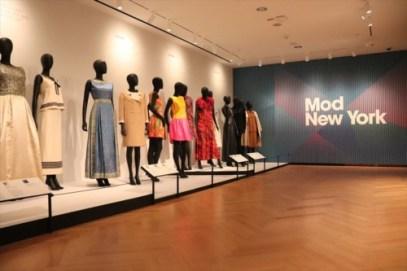 ファッションに関する展示も充実しています