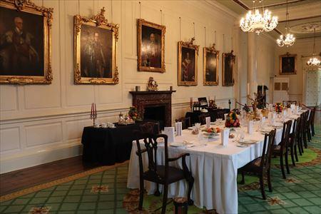 肖像画回廊。歴代総督の肖像画が展示されています。本来は晩餐室だそうで、その様子も再現されていました
