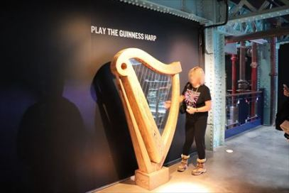 ハープはアイルランドのシンボルだとか。ギネスの広告にも使われたようです
