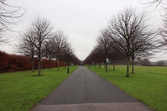 キルメイナム刑務所からはこちら公園を通って美術館に行きます