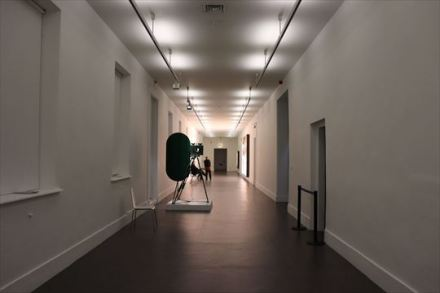 病室を利用した展示室が並びます