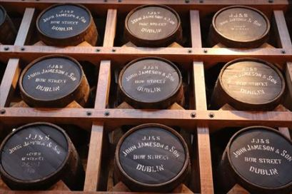 樽の中には創業時に使われていたものもあるとか