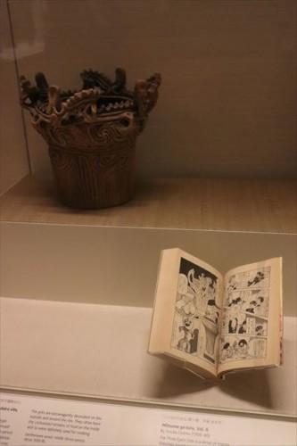 火炎土器の実物と石ノ森章太郎の「マンガ 日本の歴史」に出てくるものの対比が面白かったです
