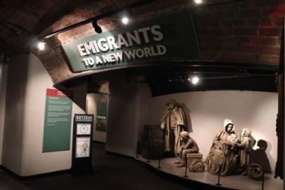 出国していく移民に関する展示