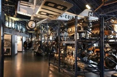 数々のエンジンの展示に驚きます