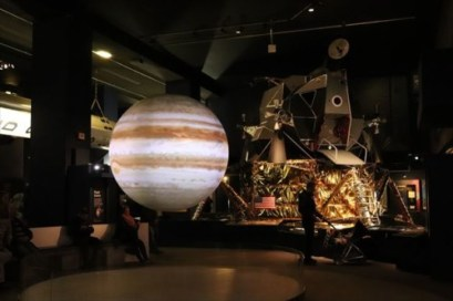 宇宙開発コーナー。月着陸船も見えます