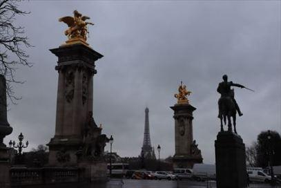 アレクサンドル3世橋、エッフェル塔、シモン・ボリバルの騎馬像