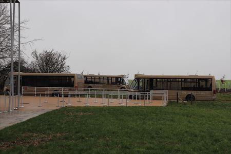 シャトルバスでストーンヘンジの近くまで行けます