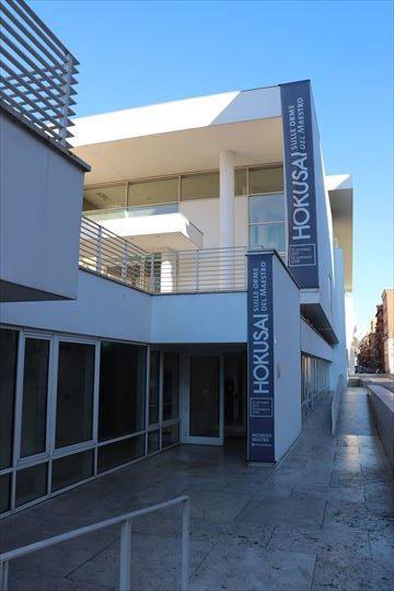 北斎展の入り口はこちら。博物館のメインの入り口とは別です