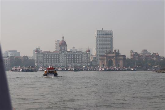 海から見たインド門やタージマハル・ホテル。このような風景が楽しめます