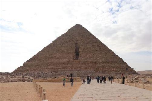 Menkaure'sPyramid1_R