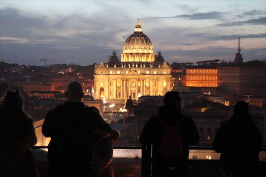 ライトアップされたサン・ピエトロ大聖堂がとても美しい