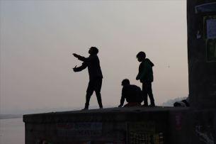 夕方になると凧あげをしている姿が見られます。インド各地で夕方の凧揚げを良く見ましたを