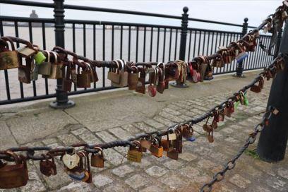 南京錠。恋人たちの聖地なんでしょう