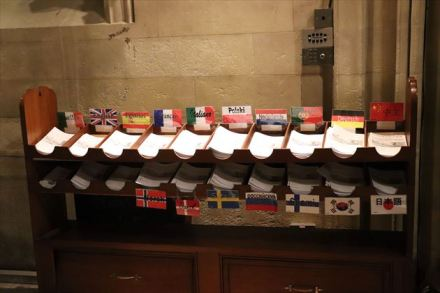 各国語のリーフレットが並びます
