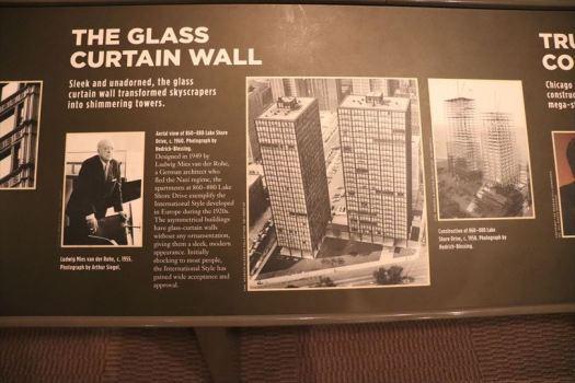 シカゴは建築の街。「カーテン・ウォール」の説明があるのはさすがです