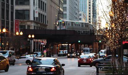 映画やテレビでおなじみのシカゴの地下鉄。中心部では高架です