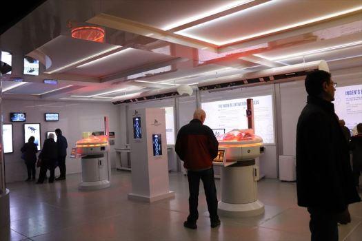 ラボ(実験室)風の展示スペース