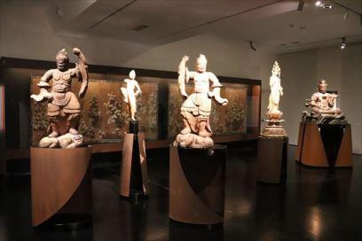 仏像や屏風など