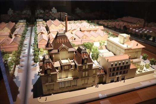 リュミエールの家と工場。先ほど見てきた記念館です