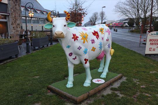 カラフルな牛のモニュメント。どのような意味があるのでしょか?