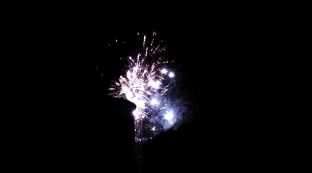 新年とともに街中のあちこちで花火があがります