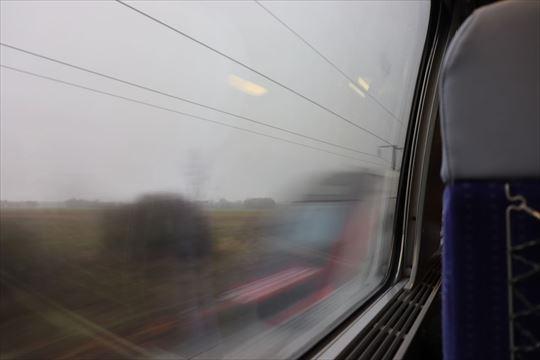TGVのすれ違い。さすがに速い