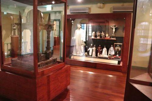宝物宗教美術館 (Treasure of Sacred Art Museum)