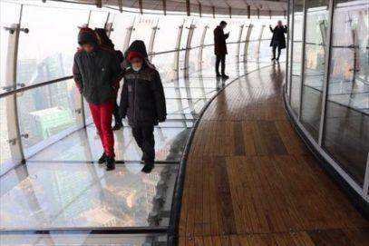 怖くて少ししかガラスの上は歩けませんでした