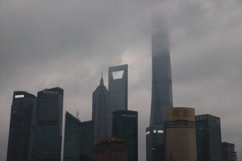 高層ビルの上部が雲に隠れることもありました