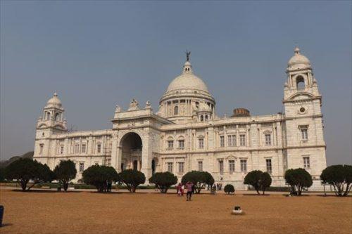 ヴィクトリア記念堂。とてもきれいでした。自分のなかでは「ムンバイのホワイト・ハウス」
