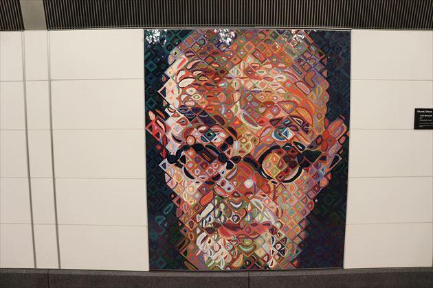 ニューヨークの地下鉄駅。チャック・クロースのモザイク