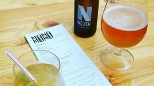 Foto van drankjes en de menukaart van Mono Rotterdam