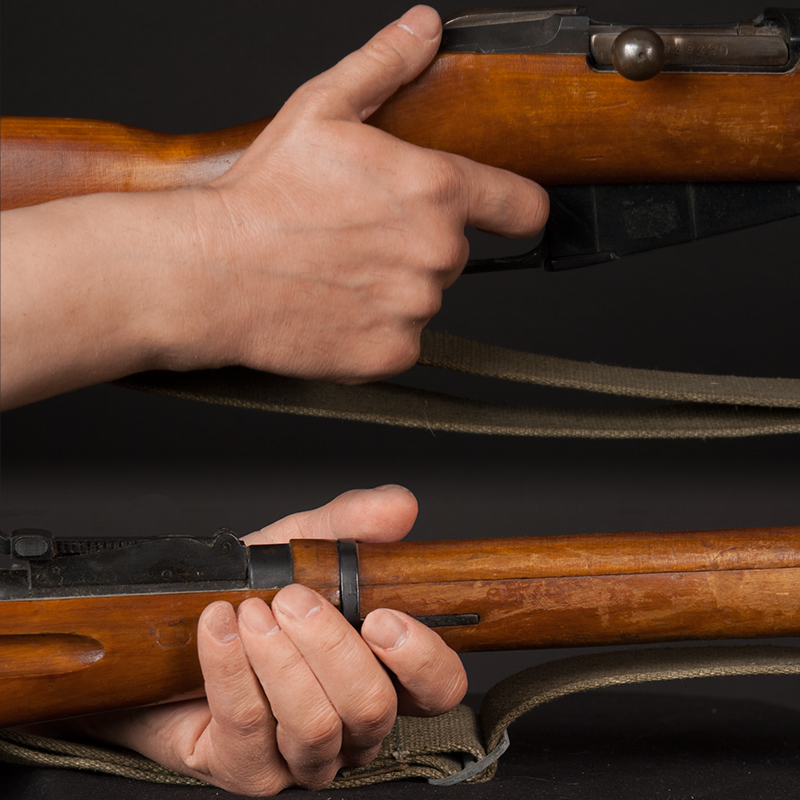Lifelike silicone display hands suitable for holding a rifle