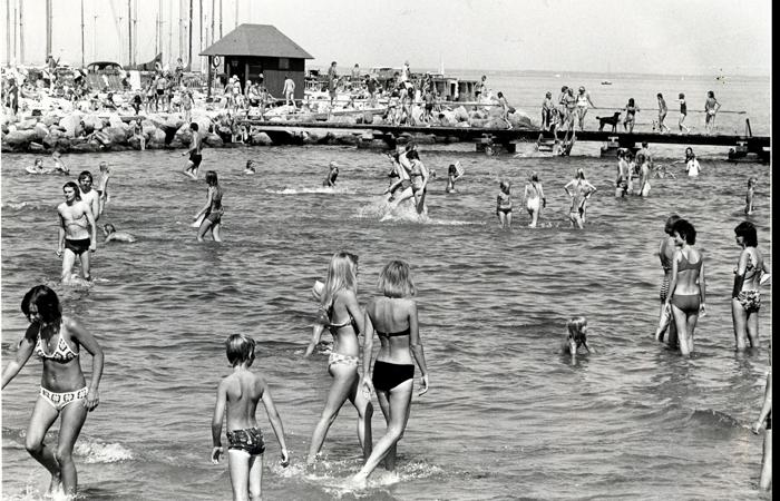 badeliv 1976: Den nyanlagte badestrand langs sydmolen på den nuværende havn (anlagt 1974/74).