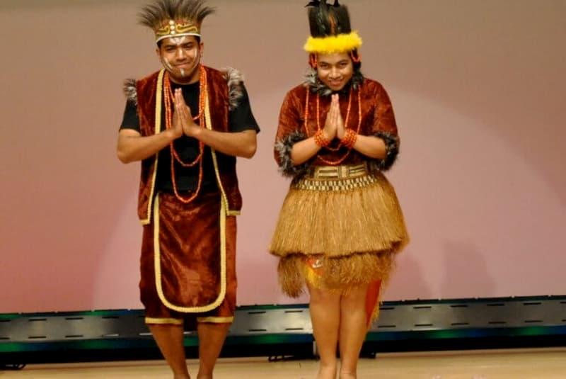 Pakaian adat yang berasal dari Papua Barat ini disebut dengan baju adat Ewer.