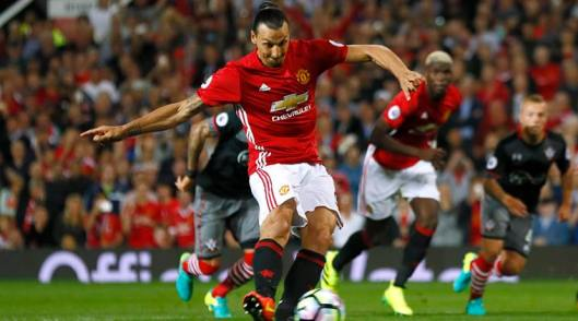 manchester-united-home-2016-17-adidas-shorts-worn-by-zlatan-ibramhimovic.jpg