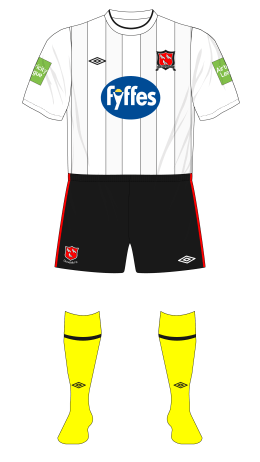 Dundalk-2012-Umbro-home-shirt-yellow-socks-Cork-City-01