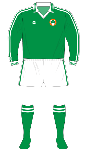 Republic-of-Ireland-1977-O'Neills-jersey-new-crest-01