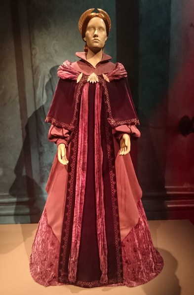 This is the dress Padmé Amidala wore to the galactical senat when Palpatine named himself imperator of the galaxy. Costume, Star Wars: Episode III., 2005. (Lucasfilm Archive)