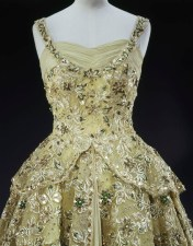 Sir Norman Hartnell, pale green crinoline evening gown made of silk chiffon and lace embroidered with sequins, pearls, beads and diamante Worn by Her Majesty The Queen in 1957 during her visit to the United States of America as a guest of President Eisenhower ROYAL COLLECTION TRUST/ (c)HER MAJESTY QUEEN ELIZABETH II 2016 'Fashioning a Reign: 90 Years of Style from The Queen's Wardrobe'