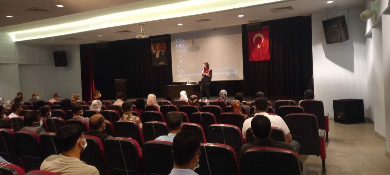 """Malazgirt'te """" Kadına Yönelik Şiddet ve Erken Yaşta Evlilik"""" semineri"""