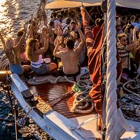 ideas para despedidas de soltero en verano, Boat Party Tenerife, despedidas de soltero, soltera, mixtas, conjuntas, Sur de Tenerife, catamarán, alcohol, fiesta privada barata