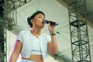 """Jessie Ware shares new video for the song of blissful city music """"Remember Where You Are"""""""
