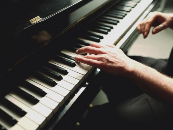 Как быстро научиться играть на фортепиано? Советы и ...