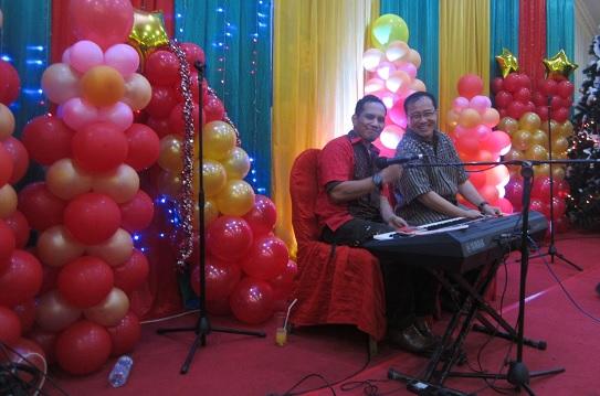 Sewa Organ Tunggal HUT Perkawinan ke-50th di Restoran Raja Kuring Jakarta - Mr Baraboy dgn Bpk Pendeta