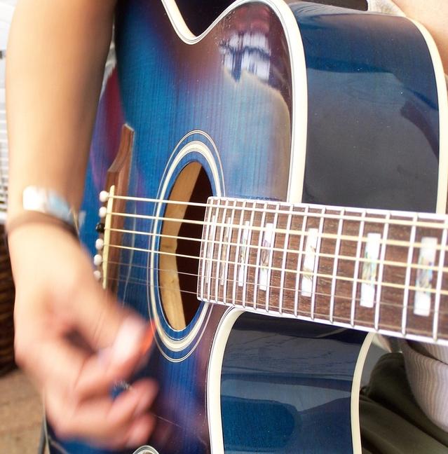 guitar-1192788-639x648