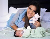 Atriz Suzana Vieira elogia filha de Aline Barros nos bastidores de programa da Globo